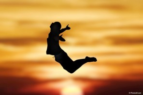 jumping_man_at_sunset_silhouette-other-600x400